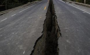 A rift in the highway caused by the 7.8-magnitude earthquake that hit Ecuador on April 16, 2016. (AP Photo/Rodrigo Abd)