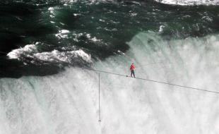 NIck Wallenda crossing Niagra Falls