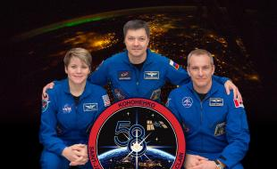 The official Expedition crew portrait with (from left) NASA astronaut Anne McClain, Roscosmos cosmonaut Oleg Kononenko, and astronaut David Saint-Jacques of the Canadian Space Agency.